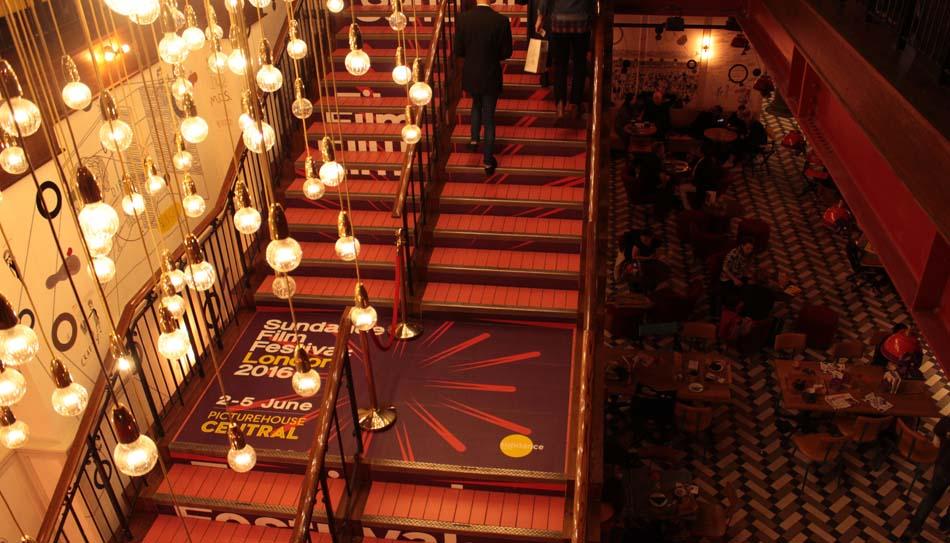 *photo escalier légende* PictureHouse Central